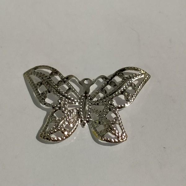 Breloque, estampe papillon 3cm métal blanc - Photo n°1
