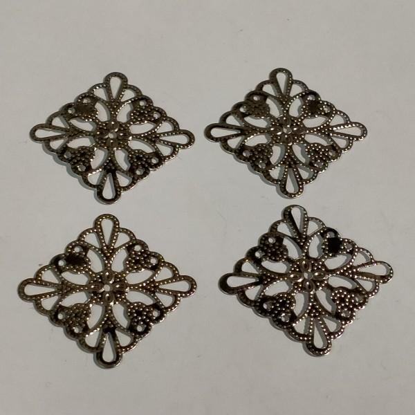 Breloque, 4 estampes carrées 3.5cm métal blanc - Photo n°1