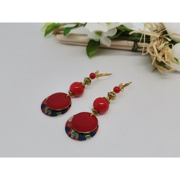 Kit boucles d'oreilles pendentif doré imprimé et perles rouges - Photo n°2