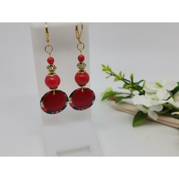 Kit boucles d'oreilles pendentif doré imprimé et perles rouges - Photo n°1