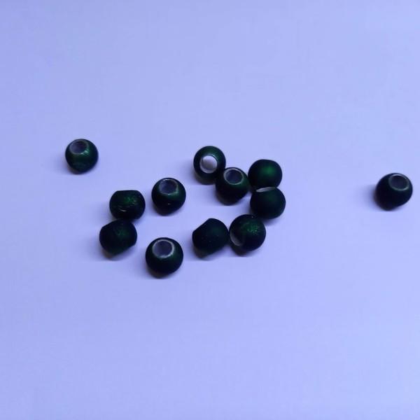 Douze perles verts forêt brillant en résine. 7mm - Photo n°1