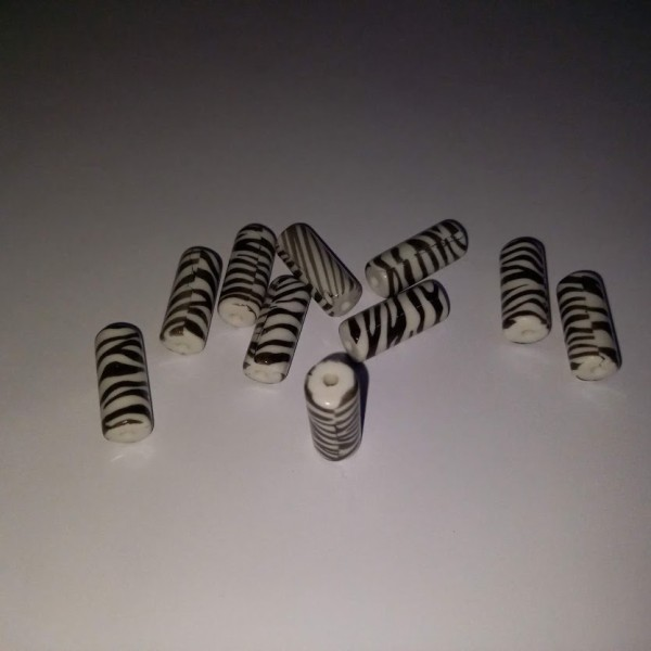 Dix perles zébrés 2.5cm - Photo n°1