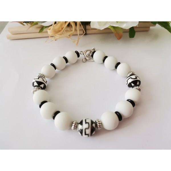 Kit bracelet perles en verre ronde noire et blanche - Photo n°1