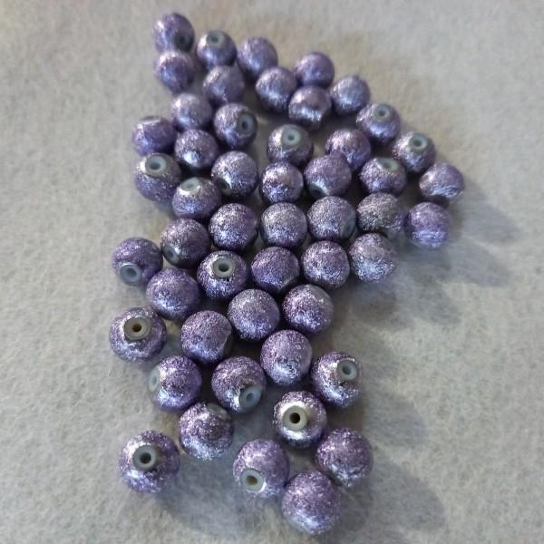 Cinquante perles violet nacré en résine, 7mm - Photo n°1