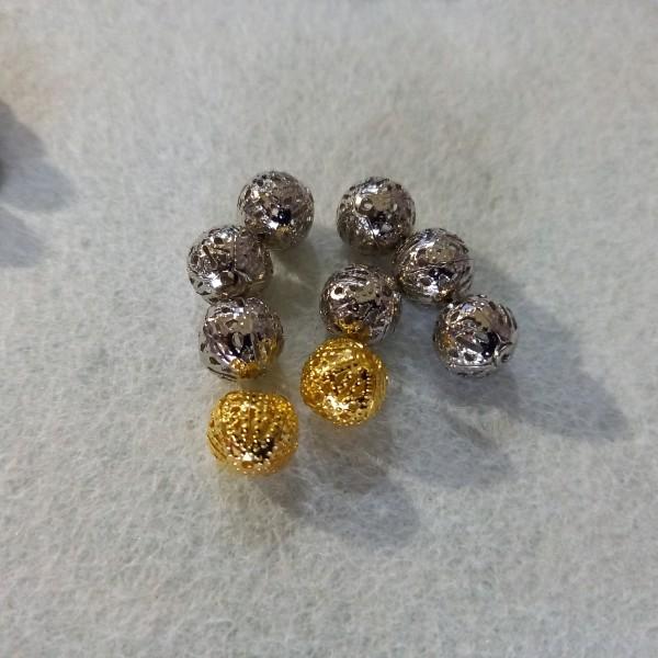 Neuf perles en métal argenté et doré, 1cm - Photo n°1