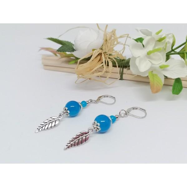 Kit boucles d'oreilles breloque feuille et perles bleues imitation jade - Photo n°2