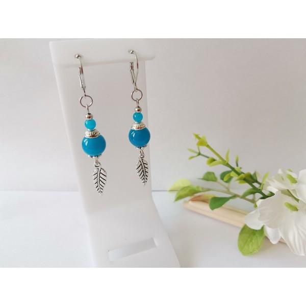 Kit boucles d'oreilles breloque feuille et perles bleues imitation jade - Photo n°1