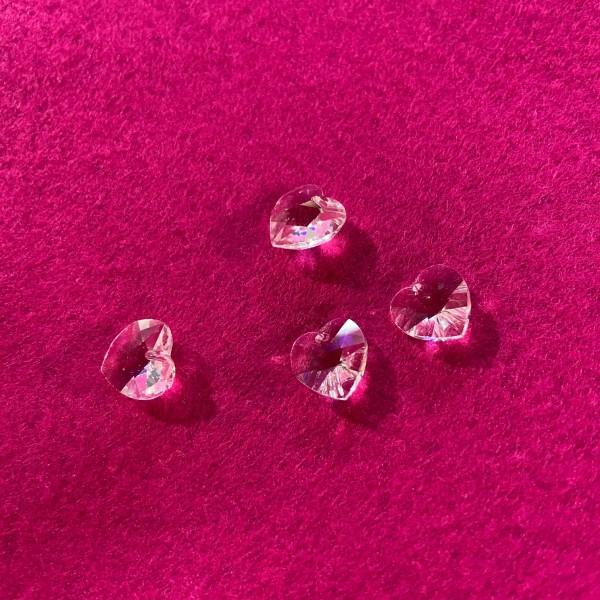 Quatre Perles en forme de cœur transparent - Photo n°1