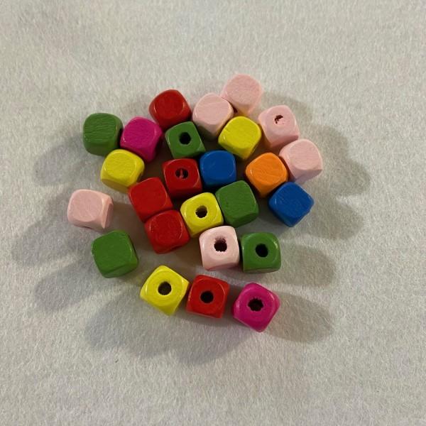 Vingt-cinq perles en bois carre multicolore - Photo n°1