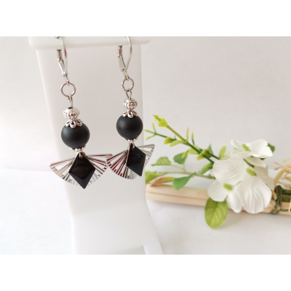 Kit boucles d'oreilles pendentif éventail et perles noires - Photo n°1