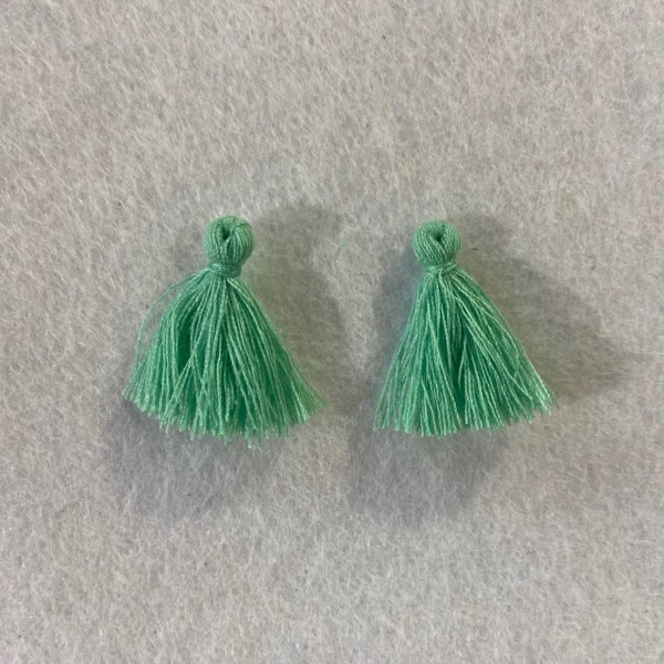 Deux pompons vert d'eau - Photo n°1