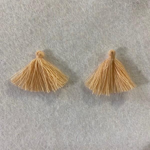 Deux pompons beige - Photo n°1