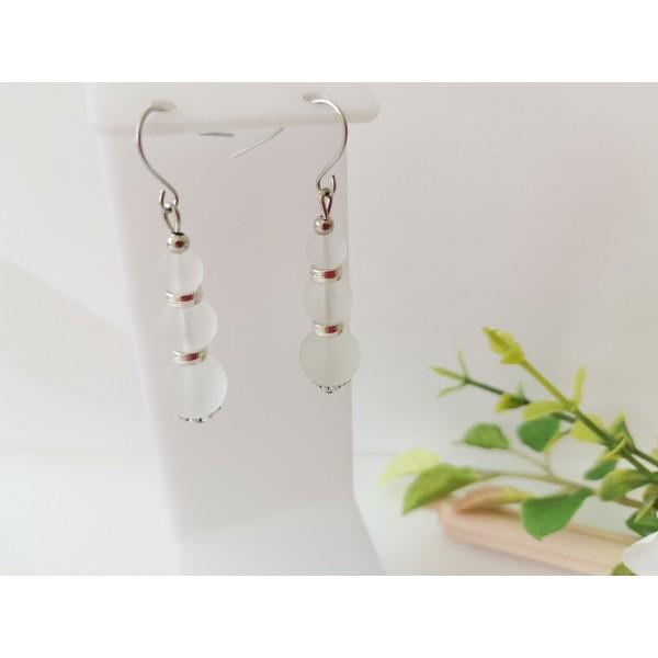 Kit boucles d'oreilles apprêts argent mat et perles en verre blanche - Photo n°1