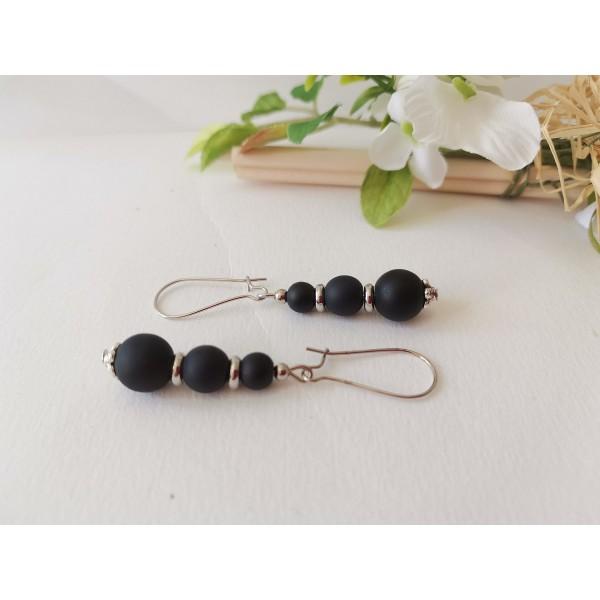 Kit boucles d'oreilles apprêts argent mat et perles en verre noire - Photo n°2
