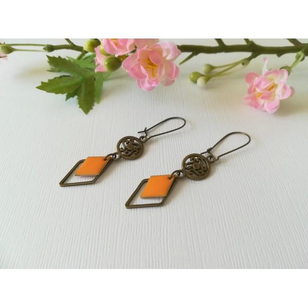 Kit de boucles d'oreilles apprêts bronze et sequin émail orange losange - Photo n°2