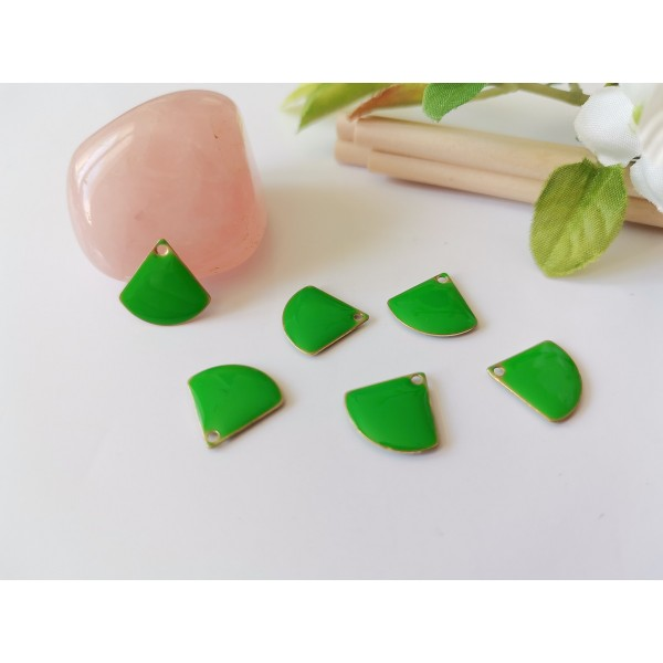 Breloque sequin émail triangle 13 mm vert clair x 2 - Photo n°1