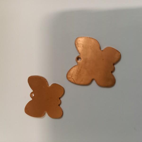Deux papillons pour fabriquer votre pendentif avec les émaux à froid - Photo n°1