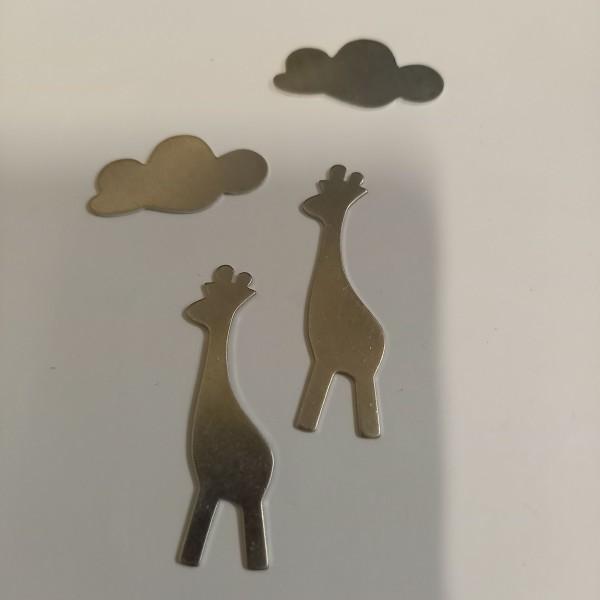 Deux girafes sous leurs  nuages - Photo n°1